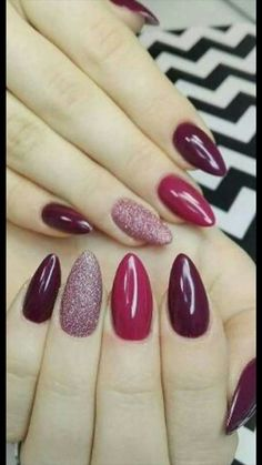 """If you're unfamiliar with nail trends and you hear the words """"coffin nails,"""" what comes to mind? It's not nails with coffins drawn on them. It's long nails with a square tip, and the look has. Gorgeous Nails, Pretty Nails, Hair And Nails, My Nails, Uñas Fashion, Nagel Hacks, Glitter Nail Art, Glitter Uggs, Pink Glitter"""