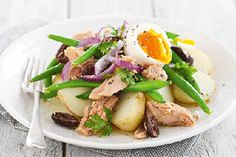 Warm tuna and bean salad recipe, NZ Womans Weekly – Whip up this tasty warm tuna and bean salad it also makes a good salad for the office lunchbox the next day - Eat Well (formerly Bite) Salad Recipes Nz, Salad Recipes Healthy Diet, Salad Recipes For Dinner, Seafood Recipes, Tacos Dorados, Easy Meals, Cooking Recipes, Food Hub, Food Food