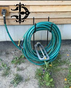 USA MADE Hose holder. This will hold of hose and will not fall over forward. Garden Hose Hanger, Butler, Backyard Projects, Backyard Ideas, Garden Ideas, Hose Storage, Hose Holder, Hose Reel, Round Bar