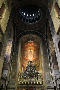 Some subjects just lend themselves to amazing imagery. The interiors of religious structures like cathedrals are one of those subjects. Byzantine Architecture, Library Architecture, Art And Architecture, Cathedral Basilica, Cathedral Church, Romania Travel, World Travel Guide, Church Interior, Old Churches