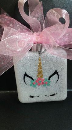 Vinyl Ornaments, Unicorn Ornaments, Ornament Crafts, Cricut Ornament, Clear Ornaments, Glitter Ornaments, Painted Ornaments, Christmas Craft Show, Diy Christmas Ornaments