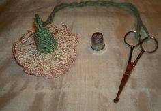 VINTAGE CROCHETED THIMBLE HOLDER SEWING SET