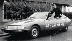 You can't outrun the radio, nor a Ferrari 250 GTE for that matter. Subaru, Police Nationale, Police Cars, Police Vehicles, Space Car, Automobile, Citroen Car, Car Badges, Police Uniforms