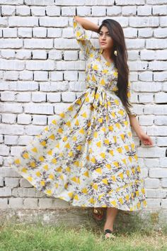 Buy The Secret Label Yellow Rayon Slim Fit triangle flared maxi Dress online in India at best price.Fit and flare triangle print maxi dress with side pockets. Dresses For Teens, Cute Dresses, Stylish Dresses, Girls Dresses, Prom Dresses, Girl Fashion, Fashion Dresses, Abaya Fashion, Fashion Wear