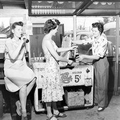 Cola gals, 1940s