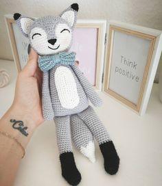 Darf ich vorstellen, Felix Fuchs 🦊 er leistet der süßen Finja ab sofort Gesellschaft ❤️ die Anleitung für beide wird noch abgetippt und darf bald getestet werden ☺️ habt einen sonnigen Tag 😘 #wolltastischhandmade #wolltastisch#handmade #crochet#amigurumi#amigurumis #häkeln #häkelpuppe #instagurumi #crochetdoll #fuchs #fox #finjathefox #finjafuchs #amigurumianimal #häkeltier #häkelfuchs #newpattern#crochetpattern #felixfuchs #felixthefox #cute #inlove #häkelnisttoll