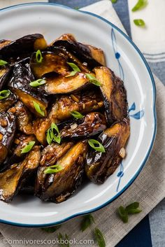 Chinese Eggplant with Garlic Sauce (vegan) by omnivorescookibook: Cook crispy and flavorful eggplant with the minimum oil and effort. #Eggplant #Garlic #Chinese