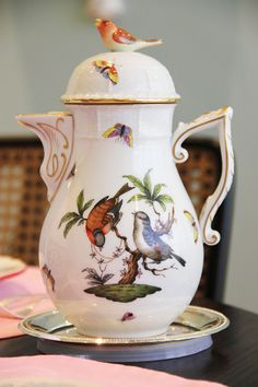 Tea pot with birds. Tea Cup Saucer, Tea Cups, Teapots And Cups, China Art, Tea Service, China Painting, Coffee Set, Chocolate Pots, Antique China