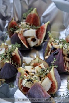 Small dish: Figs, goatchees and thyme. Tapas, I Love Food, Good Food, Yummy Food, Masterchef, Snacks Für Party, Appetisers, Tasty Dishes, Food Photo