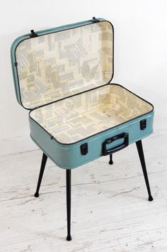 Simple, attractive Valise.