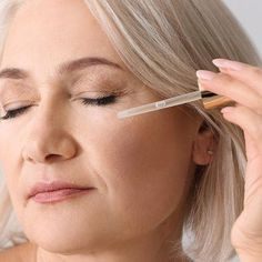 4 Anti-Aging Serums Dermatologists Swear By To Look 10 Years Younger   - SHEfinds #AntiAgingFacial Anti Aging Facial, Anti Aging Serum, Anti Aging Skin Care, Natural Skin Care, Facial Oil, Younger Skin, Younger Looking Skin, Smooth Skin, Skin Treatments