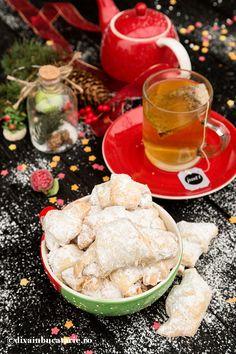 CORNULETE FRAGEDE CU UNTURA DE PORC SI RAHAT | Diva in bucatarie Hummus, Sweets, Cookies, Ethnic Recipes, Food, Crack Crackers, Good Stocking Stuffers, Candy, Eten