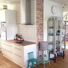 En del av köket. #kök #skåp #stockholm #ikea #stegpall #loppisfynd #nofilter