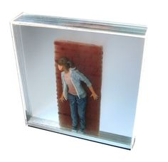 Columbian artist Yosman Botero likes to think beyond 2D. Painting on multiple Plexiglas sheets, he creates three-dimensional holographic images. The result