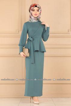 Pakistani Fashion Casual, Korean Fashion Dress, Abaya Fashion, Muslim Fashion, Skirt Fashion, Fashion Dresses, Hijab Dress Party, Hijab Fashionista, Dress Clothes For Women