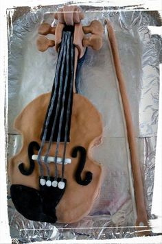 Passion for music and cake <3 Violin cake, vanilla with marshmallow fondant icing.