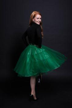 Schneider dir deinen eigenen Tüllrock! // We twirl and swirl and twirl and swirl... DIY tulle skirt. Find the how-to in sisterMAG N°22