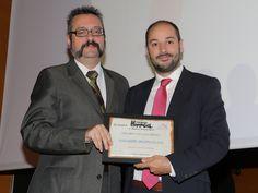 Ángel Campo, de La Zaragozana, entrega el Premio Ambar al Mejor Maridaje con Cerveza al Restaurante Aragonia Palafox