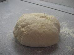 Habár az eredeti, olasz pizzatészta hagyományosan friss élesztővel készül, a pizzatészta instant élesztővel is bármikor elkészíthető, és nem fog csalódást... Wok, Bread, Brot, Baking, Breads, Buns