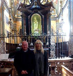 Elena e Don Roberto, il suo parroco, chiesa di San Gaudenzio a Varallo
