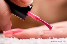 Descubre qué color de uñas te queda mejor.