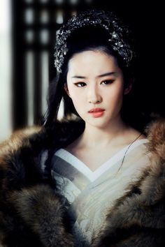 Ancient Chinese Hanfu Fashion - Crystal Liu (Liu Yifei)