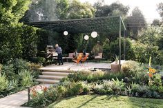 Landscape designer Lillian Montalvo swapped disparate plantings for a cohesive plan centered on a pergola.
