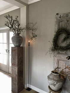 The dining room, whether it has its own room or whether it is in the living room or the kitchen, sometimes lacks decoration and life. Hallway Colours, Painted Floors, French Country Decorating, Rustic Interiors, Creative Home, Wabi Sabi, Living Room Decor, Sweet Home, House Design