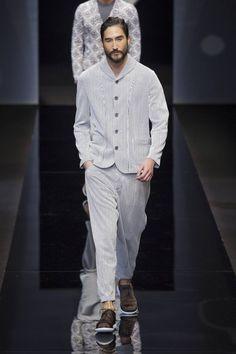 Tonalidades neutras y elegancia sin esfuerzo es como cierra na edición más de la semana de la moda de Milán con el desfile de Giorgio Armani