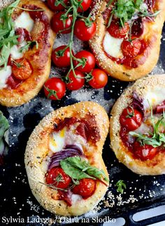 Grilled Pizza 4 Ways Easy Cooking, Cooking Recipes, Healthy Recepies, Salty Foods, Appetizer Recipes, Salami Recipes, My Favorite Food, I Foods, Food Inspiration
