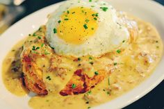 Every weekend is a holiday in Seattle and brunch is an integral part. We put together this handy guide to help you save time finding the best eggs benedict, mimosas, bloody marys, biscuits and gravy, so you have enough time to go home and take a nap. Glos
