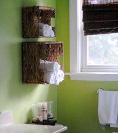 40+ Brilliant DIY Storage and Organization Hacks for Small Bathrooms --> DIY bathroom towel storage in under 5 minutes #tips #lifehacks #organizing #bathroom_organizing