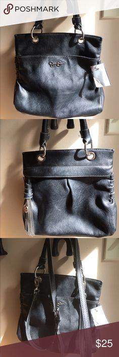 Jessica Simpson CROSSBODY Leather Handbag JESSICA SIMPSON LEATHER CROSSBODY BAG, two large pockets, single handle or removable crossbody strap, black. Very unique bag. Both pockets are on the outer sides of bags. This bag has a wow factor! Asking $20 Jessica Simpson Bags Crossbody Bags