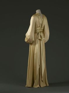 Dishabille Madeleine Vionnet, 1931 Musée Galliera de la Mode de la Ville de Paris OMG that dress!