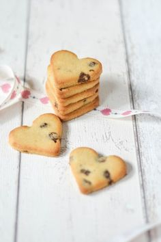 These delicious Almond & Raspberry cookies are cute, easy to make and good for you too! They include small chunks of Nakd's Berry Delight bar for extra flavour and nutrition. The perfect Valentines treat for those who can't eat gluten, vegans and those on a Paleo diet.  5.0 from 1 reviews Paleo Almond & Raspberry Cookies...Read More
