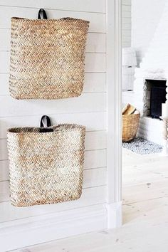 Wall baskets for small items, scarves, gloves, magazines etc. Tine K. Home - Korb und Kiste Wall Basket Storage, Hanging Wall Baskets, Wall Hanging Storage, Baskets For Storage, Home Design Diy, Diy Home Decor, Kids Storage, Storage Spaces, Storage Ideas