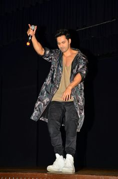 The always Cool As Cucumber Varun Dhawan was spotted promoting his new film in a rapper avatar with Raftaar and looked super cool! Oh, and did we mention Varun Dhawan's body looks wow!