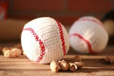 Enjoy baseball season to its fullest with this simple and free crochet baseball pattern that is sure to be loved by all the baseball fans in your life. Boy Crochet Patterns, Baby Afghan Crochet, Crochet Designs, Crochet Ideas, Crochet Projects, Crochet Beanie, Amigurumi Patterns, Baby Patterns, Knitting Patterns