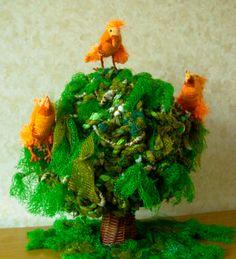 Oranjevogels. Beschrijving op website: http;//www.feathers-and-dragons.simpsite.nl/regenboogvogels