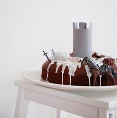 Dracheneier balancieren, Kanonenkugeln naschen, Steckenpferde basteln – gibt so einiges zu tun, auf einem ordentlichen Rittergeburtstag! Eure Kleinen wünschen sich auch eine Burg-Party? Ein paar einfache Inspirationen. Happy Birthday Boy, Birthday Cake, Dragon Party, Piece Of Cakes, Ethnic Recipes, Desserts, Kids, Noah, Gabriel