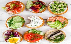 25 Healthy Dinner Ideas for Weight Loss - Flab Fix Bruschetta Bar, Clean Eating, Healthy Eating, Gluten Free Diet, Caprese Salad, Fresh Rolls, Health And Wellness, Healthy Recipes, Healthy Foods