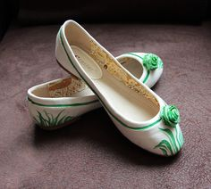 White spring shoes from www. White Springs, Painted Shoes, Spring Shoes, Tory Burch Flats, Ballet Shoes, Fashion, Ballet Flats, Moda, Fashion Styles