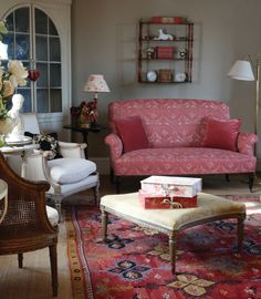 Pretty sitting room, from Kate Forman.