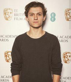 Tom Holland is sooo handsome . Kill me!!