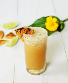 Grilled Pineapple & Lime Mocktail 23 Delicious Non-Alcoholic Cocktails To Drink Instead Of Booze Virgin Cocktail Recipes, Virgin Cocktails, Non Alcoholic Drinks To Make, Best Non Alcoholic Beer, Fancy Drinks, Fresco, Camping Drinks, Banana Milkshake, Vegetable Drinks