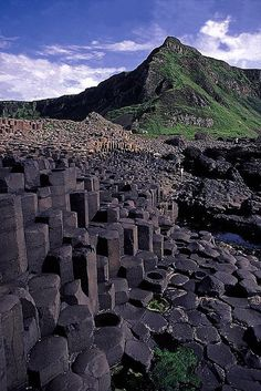 Giants Causeway - Northern Ireland, England- to hopefully visit during 3 weeks! Places To Travel, Places To See, Places Around The World, Around The Worlds, Beautiful World, Beautiful Places, Formations Rocheuses, England, Ireland Travel