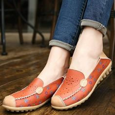 Floral Print Hollow Out Breathable Color Match Casual Slip On Flat Shoes is cheap and comfortable. There are other cheap women flats and loafers online Mobile. Loafers Online, Comfortable Flats, Slipper Boots, Types Of Shoes, Womens Flats, Black And Brown, Dark Brown, Loafer Flats, Oxfords