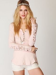 i own this in black :)