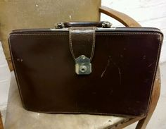 Vintage retro brown leather Gladstone bag doctors case briefcase 1950-60s style
