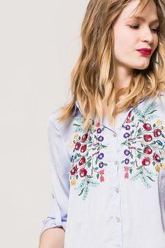 Dámska asymetrická modrá košeľa s kvetinovým vzorom Floral Tops, Women, Fashion, Moda, Top Flowers, Fashion Styles, Fashion Illustrations, Woman